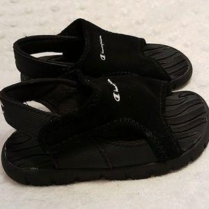 d6ebe5d476d Champion Shoes - Champion Boy toddler splash sandals size 7